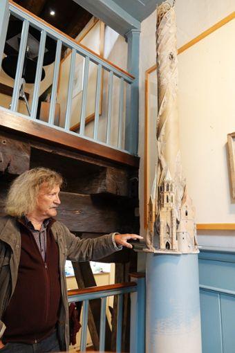 Der Rottweiler Künstler Reinhold Ulmschneider bietet Führungen durch seine aktuelle Ausstellung Kleine Festung Europa im Alten Rathaus und im Stadtmuseum Rottweil  . Foto: Stadt Foto: Schwarzwälder Bote
