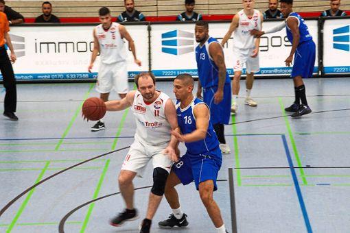 Slaven Ponjavic (links) hat gegen Karlsruhe die 1000-Punkte-Marke im Trikot von  KKK Haiterbach durchbrochen.  Foto: Archiv