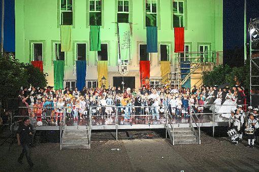 Jedes Kind soll glücklich sein, das wünschen sich traditionell die Hechinger Erstklässler in ihrem Lied zum Abschluss der Festhandlung.   Fotos: Stopper Foto: Schwarzwälder-Bote