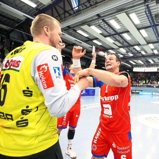 Haben  nach dem Sieg in Emsdetten Spaß: Keeper Tomáš Mrkva und Matthias Flohr.  Foto: Eibner