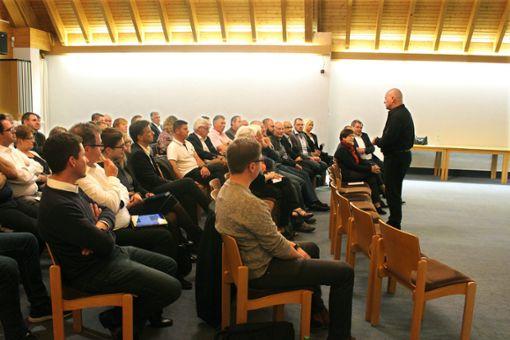 Thomas Ginter (rechts) referierte in Haigerloch zum Thema Management 4.0.  Foto: Frank Foto: Schwarzwälder Bote