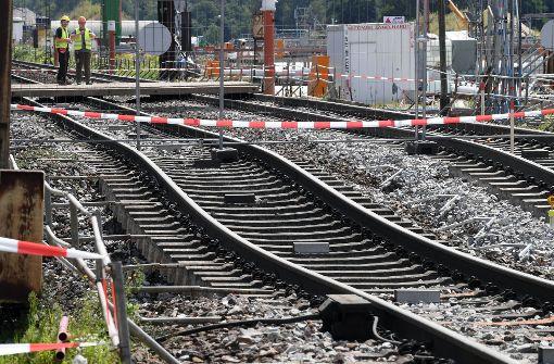 Die Strecke der Rheintalbahn ist zwischen Rastatt und Baden-Baden seit Mitte August gesperrt – die Gleise hatten sich abgesenkt. Foto: dpa