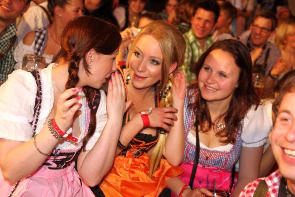 c2f085f8629768 Schuhplattler-Contest und Dirndl-Showtanz gabs am Samstag in der  Tennenbronner Festhalle. Die