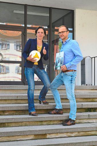 Schulleiterin Frauke Ebert unterstützt Jochen Beck bei dem Projekt.  Foto: Reinhard Foto: Schwarzwälder Bote
