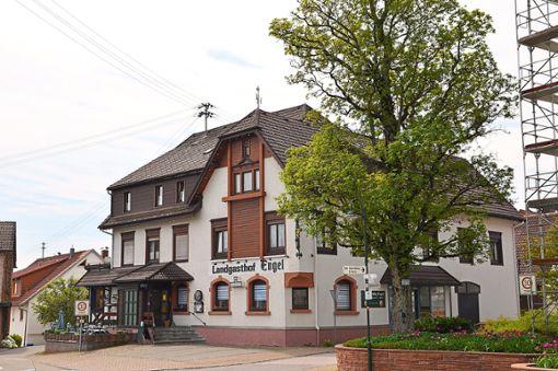Das Landgasthaus Engel in der Dorfmitte gehört zum Ortsbild von Aichhalden.  Foto: Fritsche Foto: Schwarzwälder Bote