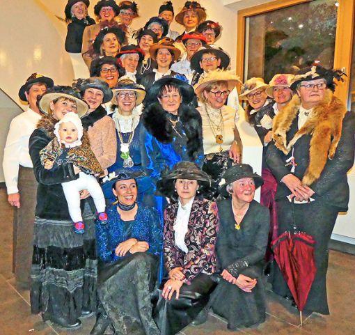 Feierten im kleinen Kreis ihren 60. Geburtstag: die Oberwolfacher Kaffeetanten.   Foto: Haas