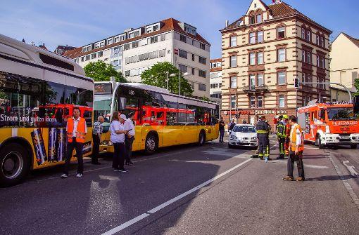 Unfallaufnahme am Marienplatz: Während der Rettungsaktion verschwindet die Geldbörse des Unfallopfers. Foto: SDMG