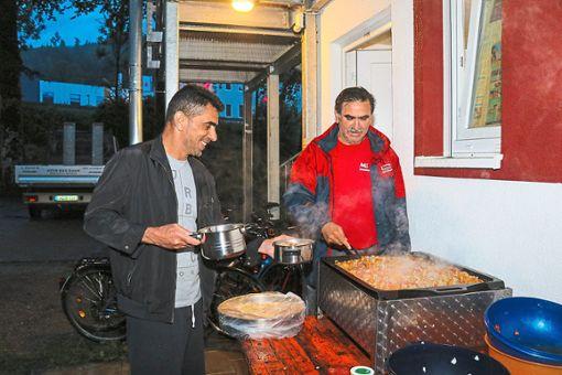 Fastenbrechen beim Flüchtlingsheim in Nagold. Der Schwarzwald-Bildungsverein lud dazu ein.   Foto: Geisel Foto: Schwarzwälder Bote
