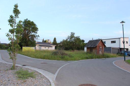 Auf dem freien Grundstück im Hesseweg soll das Mehrfamilienhaus mit fünf Wohneinheiten gebaut werden.   Foto: Fahrland Foto: Schwarzwälder Bote