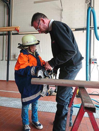 Die Kinder konnten auch selbst die Ausrüstung ausprobieren.   Foto: Schule Foto: Schwarzwälder Bote