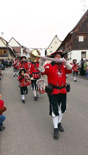 Der Fanfarenzug Stetten gehört seit   30 Jahren dem Narrenverein Salzschlecker an. Foto: Pfeffer