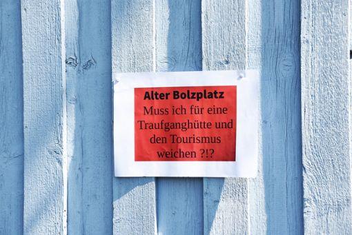 Der Maischerz bringt es ans Lichts, wie manche in Burgfelden über die geplante Traufgänger-Hütte denken.  Foto: Nölke Foto: Schwarzwälder Bote