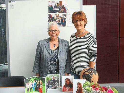 Helga Mühleisen    (links) und Irina Maier präsentieren in Tübingen das Projekt FLUEGEL.  Foto: privat Foto: Schwarzwälder Bote