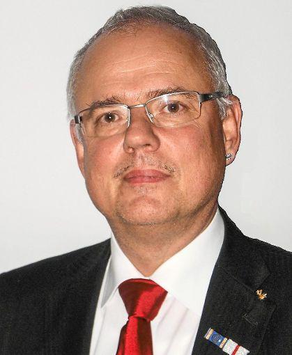 Alt-Bürgermeister  Ralf Bernd Herden befasst sich in seinem Buch mit den Auswirkungen des Klimawandels.    Foto: Bächle Foto: Schwarzwälder-Bote