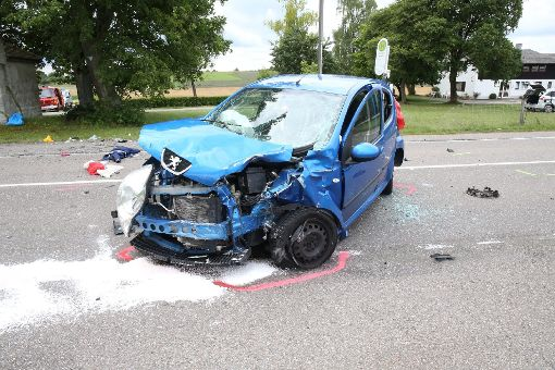 Bei einem Unfall an der Rexinger Kapellen-Kreuzung wurde eine 27-jährige Autofahrerin schwer verletzt.  Foto: Wagner