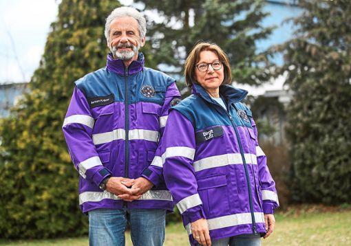 Die Kriseninterventionshelfer Bertram Krämer und Birgit Lutz gehören zum Team der Psychosozialen Notfallversorgung.   Foto: Eich Foto: Schwarzwälder Bote