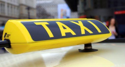 Bis zur Eröffnung des neuen Nettomarkts gibt es für ältere Bürger Gutscheine für Einkaufsfahrten mit dem Taxi.  Foto: Wolf Foto: Schwarzwälder Bote
