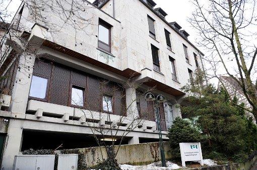 Das Krankenhaus Horb: eine Baustelle in Winterstarre und eine Akut-Klinik kurz vor der Schließung? In Horb wird nun rechtlicher Einspruch gegen den Kreistagsbeschluss erhoben. Foto: Hopp
