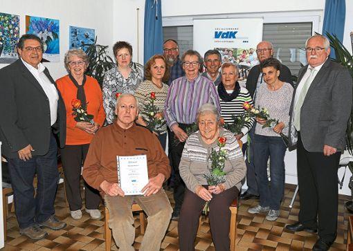 Etliche langjährige Mitglieder wurden bei der Hauptversammlung des VdK Wildberg geehrt.   Foto: Priestersbach Foto: Schwarzwälder Bote