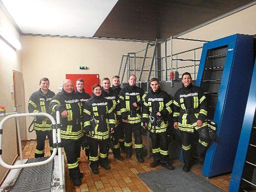 Neun Mitglieder der Freiwilligen Feuerwehr Eutingen im Gäu aus den Abteilungen Göttelfingen und Eutingen ließen sich zu Atemschutzgeräteträgern ausbilden.  Fotos: Auberger Foto: Schwarzwälder-Bote