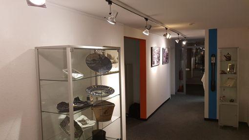 Die Ausstellung umfasst zahlreiche Gegenstände und Fotos rund um Schramberg. Foto: (jas)