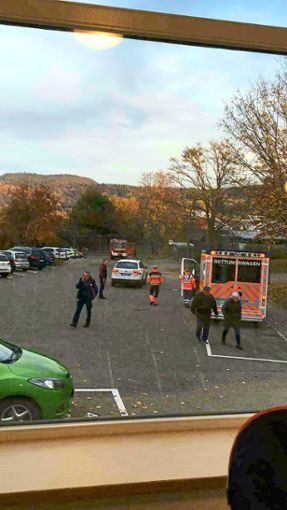 Blick aus dem Kindergarten Neige. Dort auf dem Parkplatz hatten sich sich die Einsatzkräfte versammelt.  Foto: Ungureanu
