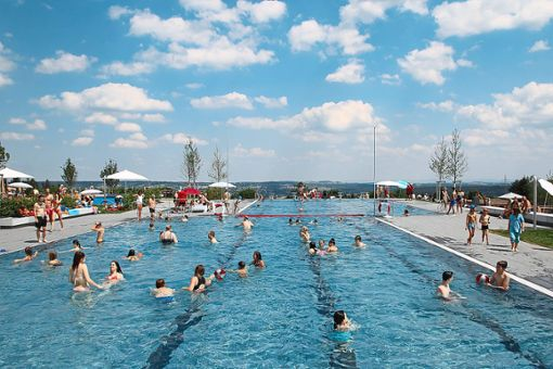 Das neue Panoramabad in Freudenstadt feiert bei tollem Wetter Eröffnung. Foto: Stadtwerke