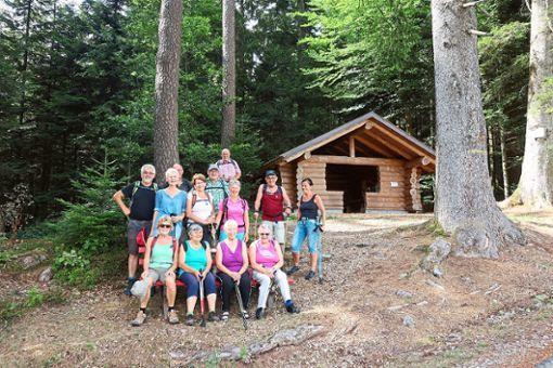 Die Teilnehmer genießen die Wanderung durch das Zauberland und kommen auch an der Quelle der Kinzig vorbei.  Foto: Verein Foto: Schwarzwälder Bote