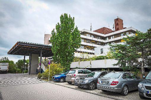 Die Umsetzung des Medizinkonzepts beginnt mit den Umbauarbeiten am Krankenhaus Nagold (links). Der Bau, der das alte Calwer Krankenhaus (rechts) ersetzen wird, soll im Jahr 2020 fertiggestellt sein.  Fotos: Fritsch Foto: Schwarzwälder-Bote