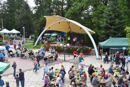 Im Kurpark von Schömberg präsentieren Anbieter aus dem Naturpark Schwarzwald Mitte/Nord ihre Waren.  Foto: TuK Foto: Schwarzwälder Bote