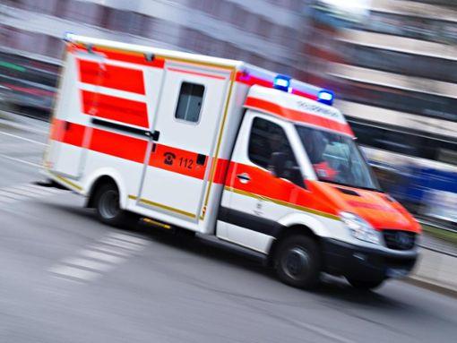 Das Kind musste mit einem Rettungswagen in die Kinderklinik nach Offenburg gebracht werden. (Symbolfoto)  Foto: Nicolas Armer/Archiv/dpa
