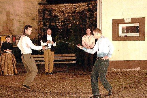 Hamlet und Laertes kämpfen mit vergifteten Degen und sterben beide.  Foto: Vollmer Foto: Schwarzwälder-Bote