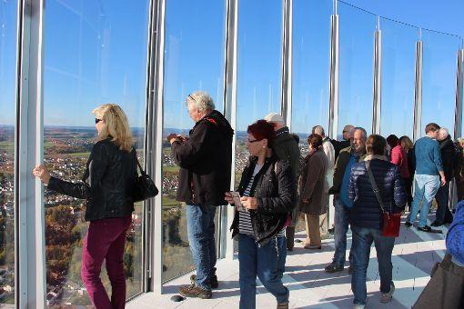 Passend zum ersten Öffnungstag der Aussichtsplattform bietet sich eine spekatuläre Fernsicht. Foto: Schmidt