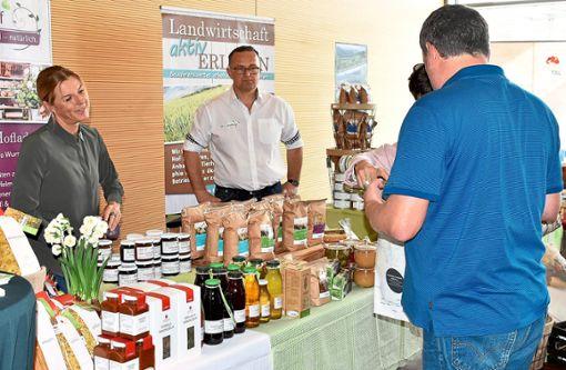 Der Genießerhof (Dietingen) zeigt die Vielfalt seiner Produkte aus der Region (linkes Bild). Einer Region, zu der ein Teil des Schwarzwalds gehört (rechtes Bild).   Fotos: kw Foto: Schwarzwälder Bote