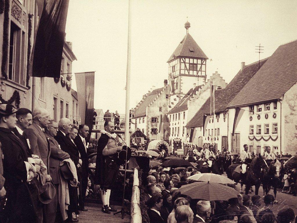 Bunt geht es im jahr 1952 beim br unlinger stadtfest zu for Ful haus 6 25
