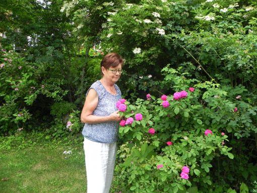 Uschi Köppen öffnet am  Sonntag ihren sonst nicht öffentlich zugänglichen Garten für Interessierte.   Foto: Haubold Foto: Schwarzwälder Bote
