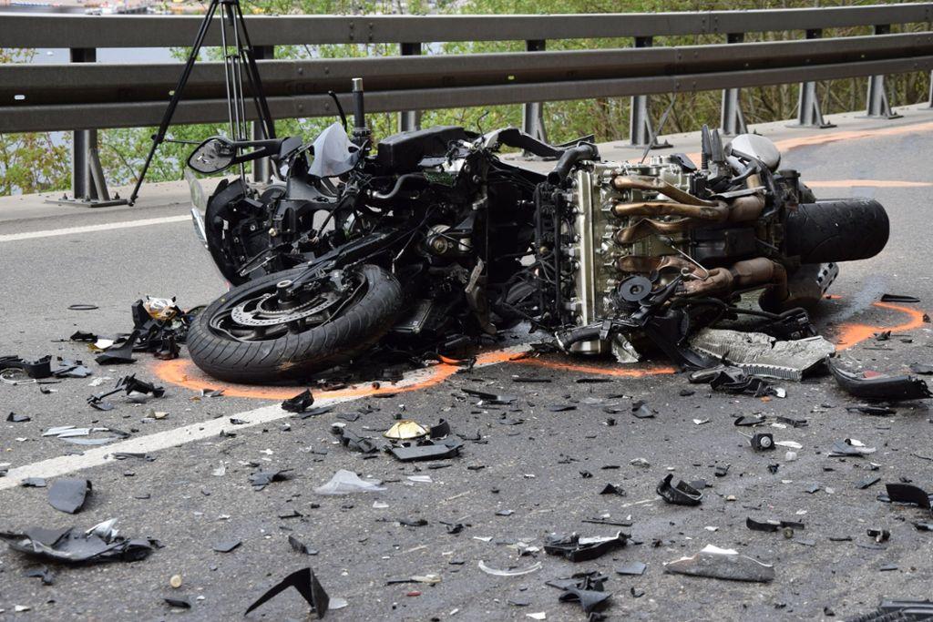 Bei Einem Unfall Nahe Titisee Neustadt Ist Ein Motorradfahrer Gestorben Schwarzwalder Bote