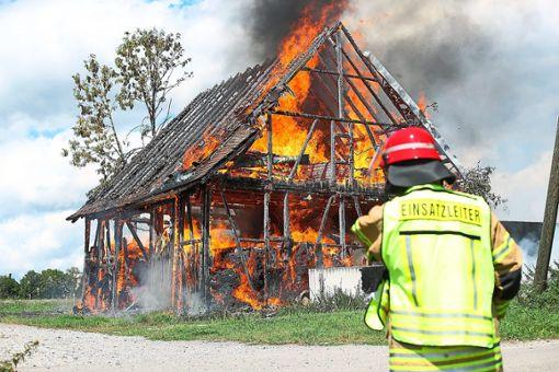 Die Feuerwehr war chancenlos: Der Schuppen in Nordstetten brannte vollständig nieder.  Foto: Eich Foto: Schwarzwälder Bote