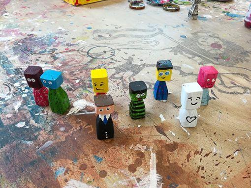 Diese Holzfiguren wurden in einer Werkstätte hergestellt, in der Menschen mit Behinderungen arbeiten.  Foto: Schule Foto: Schwarzwälder Bote