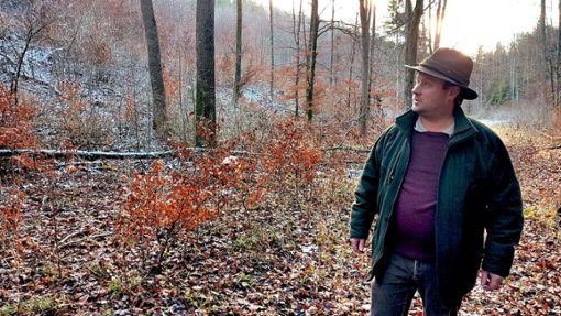 Jagdpächter Sebastian Back übt scharfe Kritik an den Jagdmethoden im Längewald.  Foto: (nk)