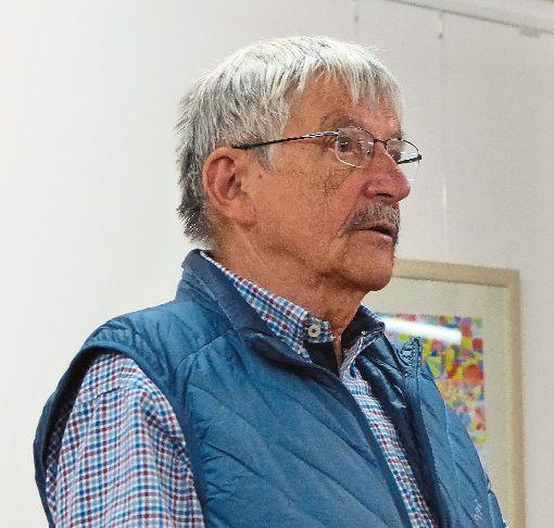 Der Historiker und Publizist Hans-Dieter Frauer bei seinem Vortrag Württemberg – der Himmel auf Erden.   Foto: Bechtle Foto: Schwarzwälder-Bote
