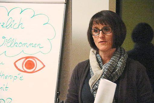 Christiane Tetzlaff spricht beim Lionsclub Hilaritas Balingen über EMDR. Wenn die Gedanken aus dem Gleichgewicht geraten sind, kann diese besondere Therapieform schnelle Hilfe bringen.   Foto: Thiercy Foto: Schwarzwälder-Bote