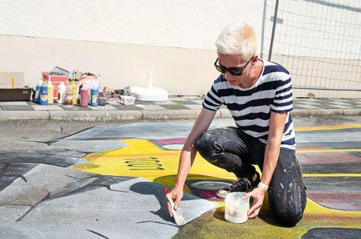 Maximilian Ettl malt dreidimensionale Straßenkunstwerke. Der Villinger war auch in diesem Jahr beim Street Art Festival in Blumberg dabei. Foto: Ettl Foto: Schwarzwälder Bote
