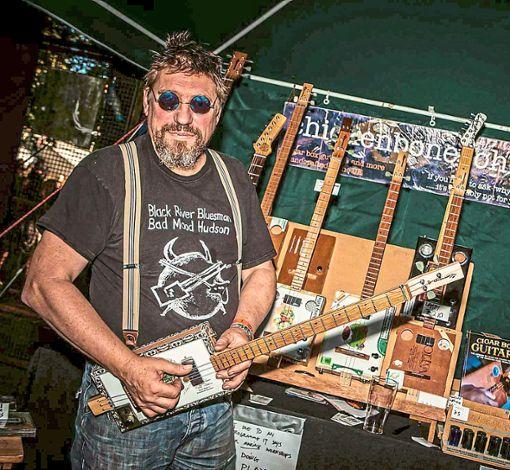 Blues auf Instrumenten, die aus Zigarrenkisten gebaut wurden – das beherrscht niemand so gut wie Chickenbone John & Hollowbelly, die am Mittwoch auf ihrer Europa-Tournee in Margrethausen Station machen.  Foto: Shakeypix Images Foto: Schwarzwälder Bote