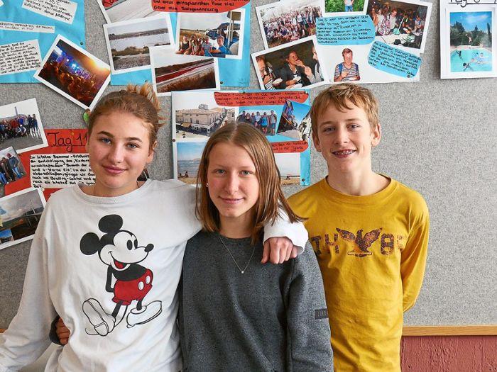 Sie wollen mit ihren Klassenkameraden Französisch en pratique anwenden: Helene Kuck (von links), Caroline Kühnle und Tjorven Burdorf. Foto: Gassner Foto: Schwarzwälder Bote