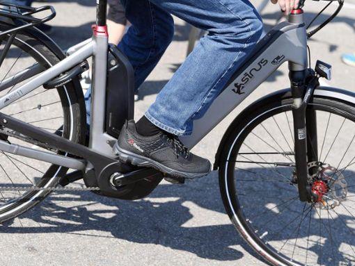 Der Mann stürzte vom Fahrrad und wurde schwer verletzt. (Symbolfoto) Foto: dpa