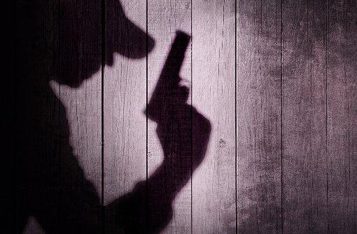 Ein 21-Jähriger hat mehrere Schüsse mit einer Schreckschusswaffe abgegeben. (Symbolfoto) Foto: shutterstock/AVN Photo Lab