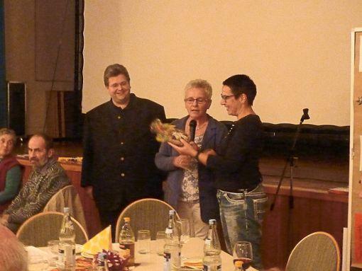 Pfarrer Rüdiger Kocholl (von links), Angelika Huber und Natascha Schneider gestalteten den Abend mit.  Foto: Hartmann Foto: Schwarzwälder Bote