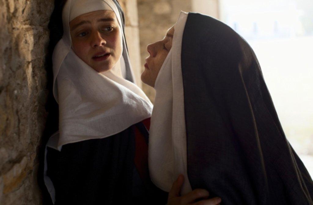 lesbische nonne bild
