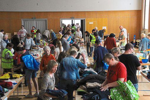 Fröhliches Treiben herrscht beim Warentauschtag in der Balinger Stadthalle. Foto: Thiercy